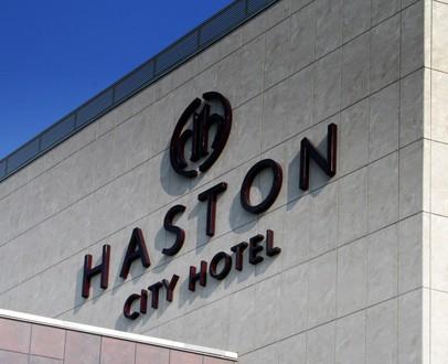 zmienione-Szyld-Haston-Hotel-Wrocław-406x330